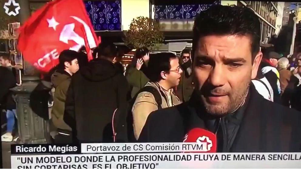 El diputado de Ricardo Megías, en la manifestación convocada este sábado por los sindicatos de TeleMadrid.