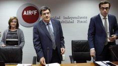 José Luis Escrivá, en el centro, con Cristina Herrero, a su derecha.