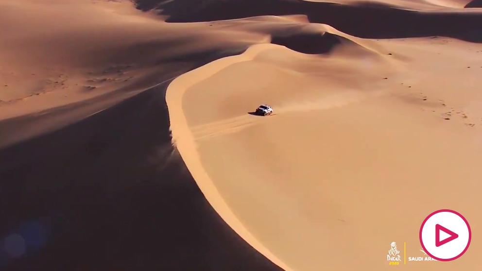 Alonso hizo magia sobre la arena en el Dakar.