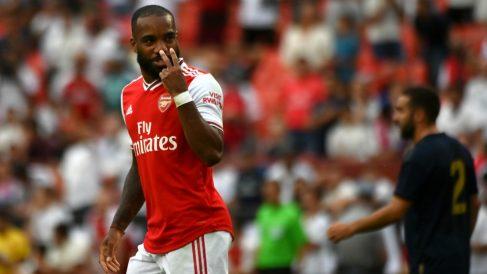 Lacazette, durante un partido con el Arsenal. (AFP)