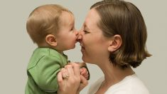 Descubre los motivos por los cuáles muerde el bebé y cómo evitarlo