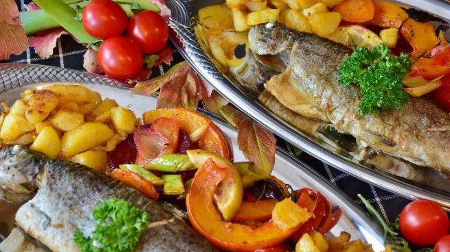 Filetes de carpa al horno con verduras