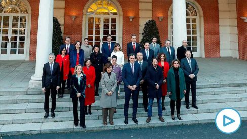 Primera fotografía de familia del Gobierno socialcomunista. Foto: EP