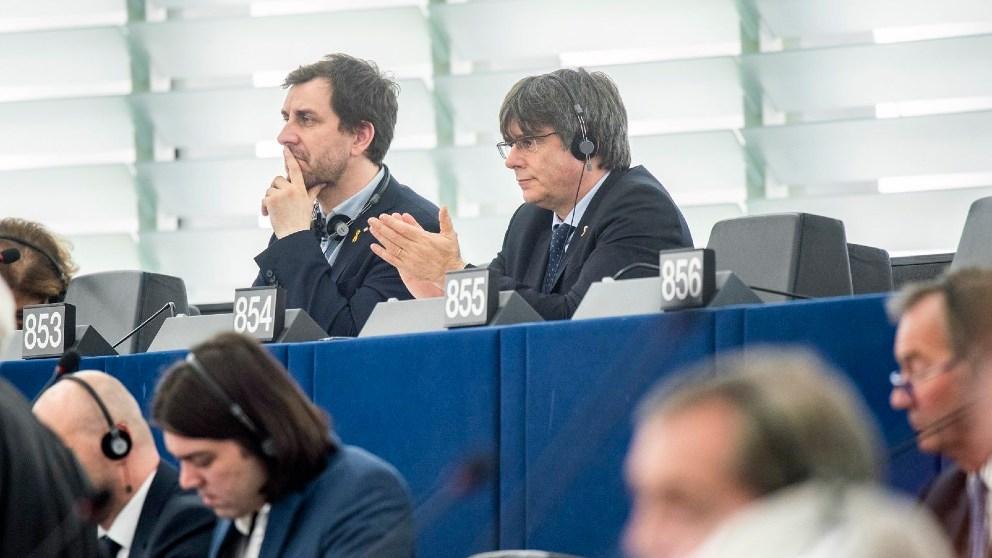 Los golpistas Carles Puigdemont y Toni Comín en el Parlamento Europeo. Foto: EP