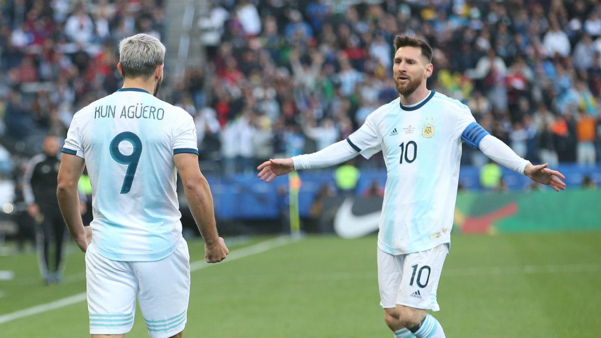 Leo Messi y Sergio Agüero celebran un gol con Argentina (Getty).