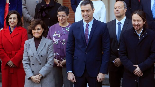 Sánchez comunica por carta a sus ministros que los consejos se celebrarán los martes