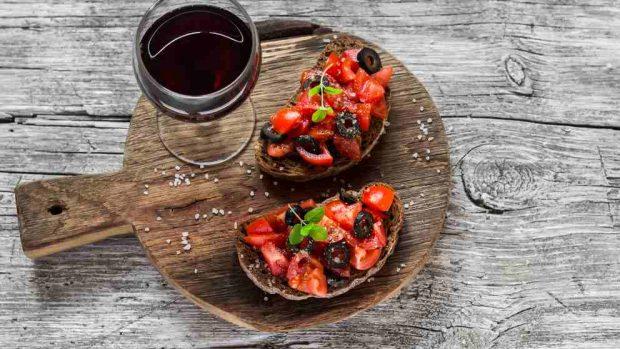 Aperitivo de tomate confitado en hojaldre