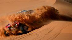 Carlos Sainz durante una etapa del Dakar. (AFP)