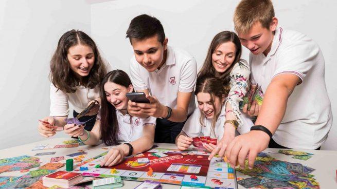 Alumnos jugando a PlayPension @FundaciónMapfre