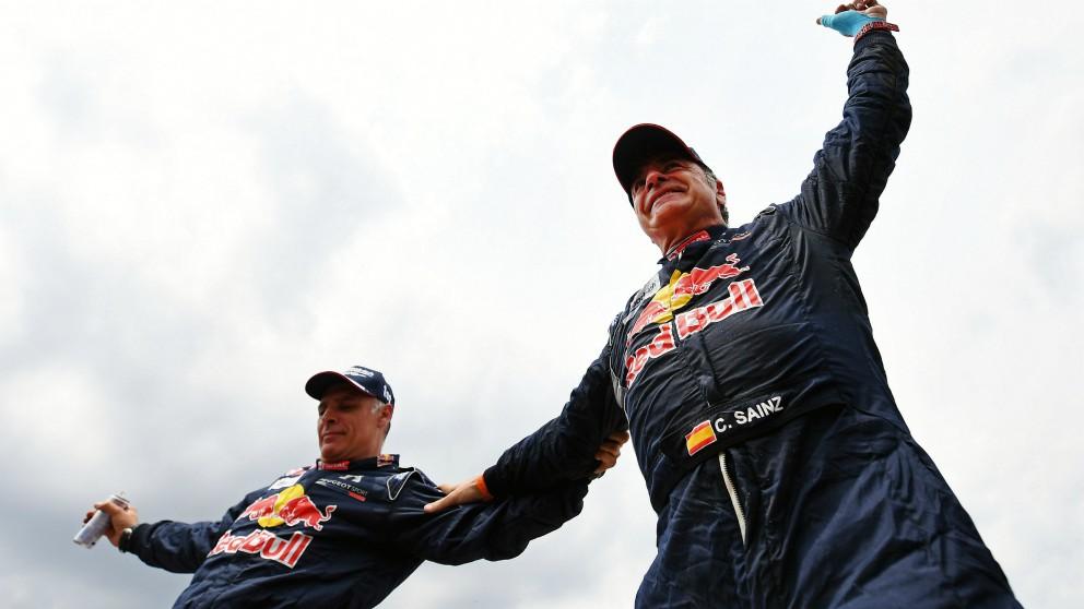 Carlos Sainz agranda su leyenda con el tercer Dakar. (AFP)