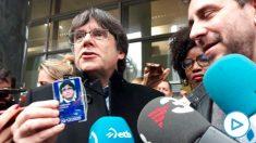 Carles Puigdemont y Toni Comín, a las puertas del Parlamento Europeo.