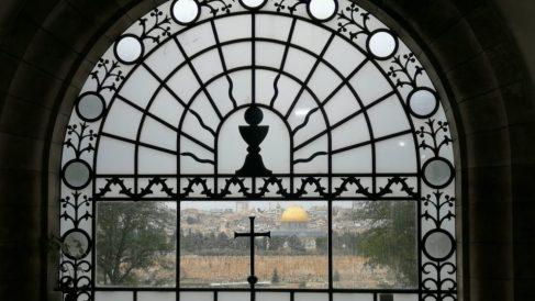 Las vistas de Jerusalen desde la Iglesia del Dominus Flevit en el monte de los Olivos.