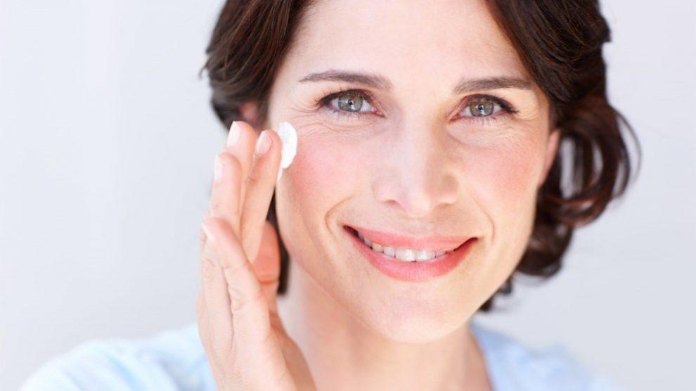 Las arrugas se pueden disimular con maquillaje fácilmente