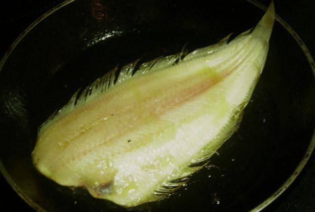Lenguado en salsa de limón y eneldo