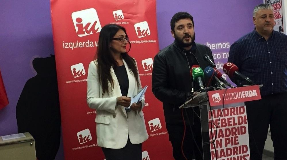 Álvaro Aguilera en una rueda de prensa, nuevo portavoz de IU Madrid.