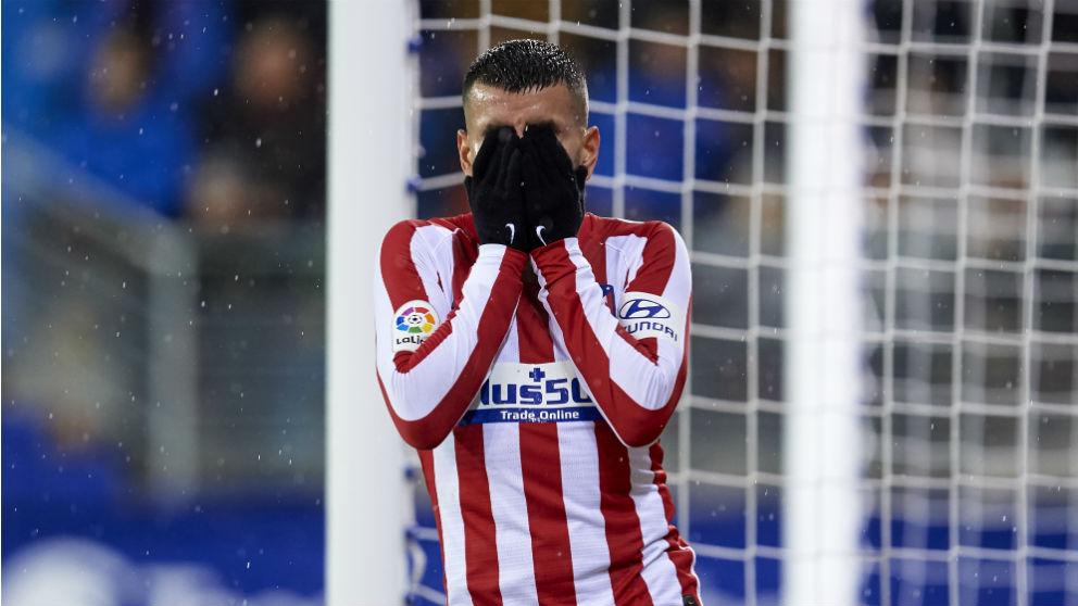 Correa se lamenta de una ocasión fallada durante el Eibar-Atlético. (Getty)