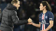 Thomas Tuchel saluda a Cavani tras un partido. (AFP)