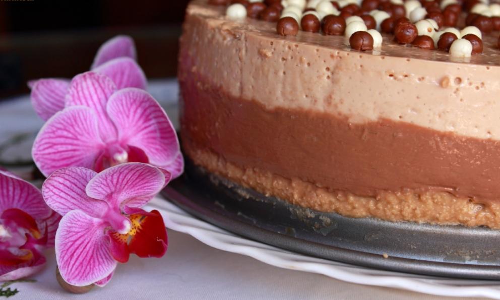 Receta de Tarta de almendras, chocolate y turrón