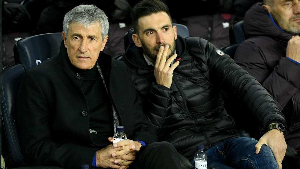 Setién, con su segundo Eder Sarabia. (AFP)