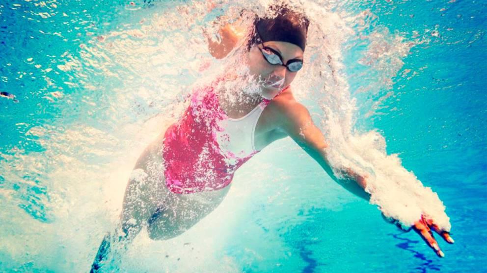 La natación es uno de los deportes más completos y saludables