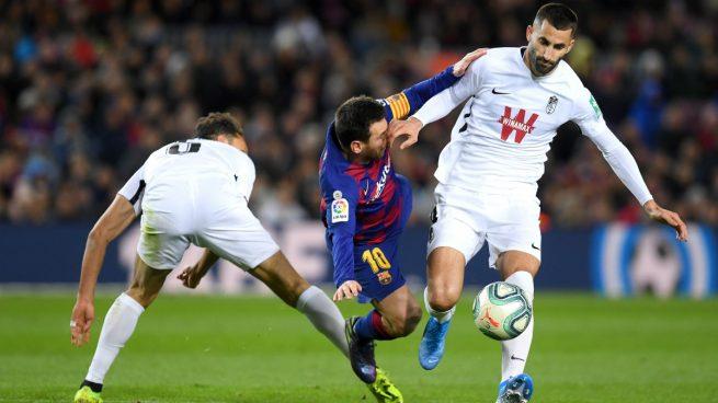 La falta de Germán sobre Messi (Getty).