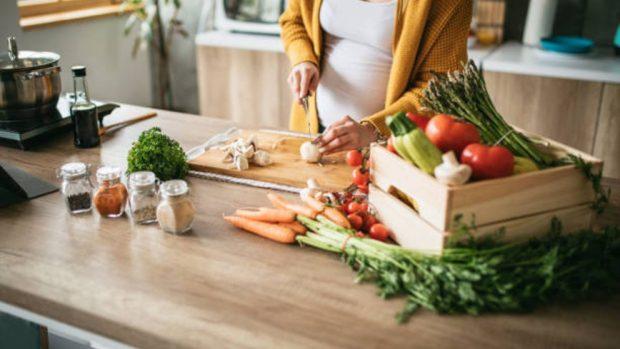 Los 5 Alimentos Que Son Esenciales En El Embarazo