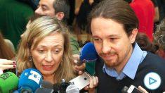 La ex diputada de Podemos Victoria Rosell acompañada por el líder del partido, Pablo Iglesias (Foto: Efe)
