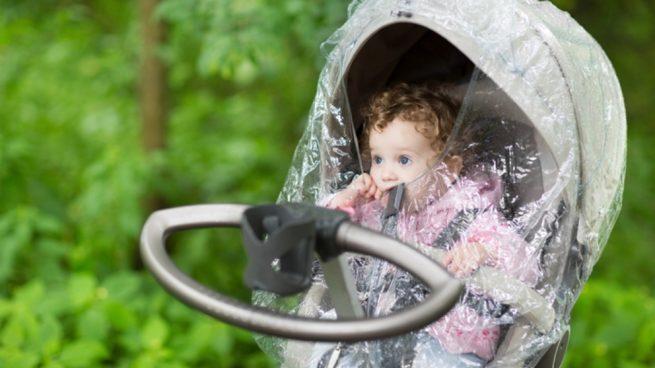 Pasos para para salir con tu bebé un día lluvioso