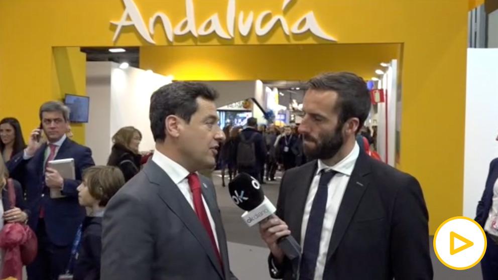Juanma Moreno durante la entrevista con Álvaro Ojeda.