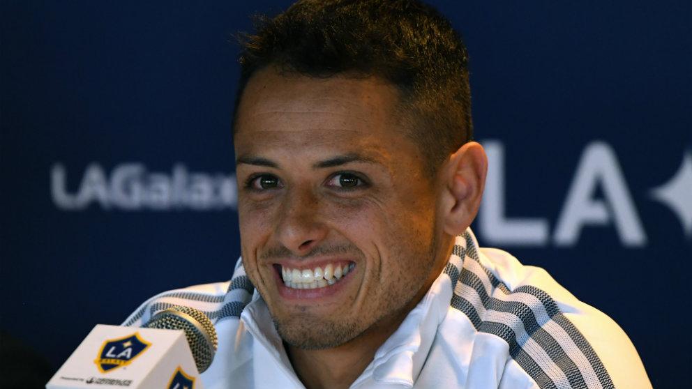 Chicharito Hernández en su presentación con Los Ángeles Galaxy. (AFP)