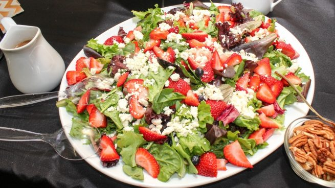 Ensalada verde con frutos rojos