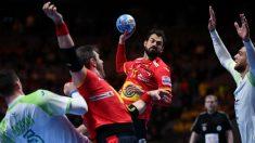 Dani Sarmiento tira a puerta en la victoria de los Hispanos ante Eslovenia en el Europeo. (AFP)