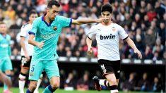 Sergio Busquets durante el Valencia – Barcelona. (AFP)