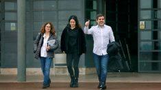 Jordi Sànchez abandona la prisión junto a su pareja y su hija (Foto. EFE).