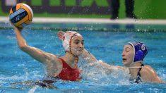 Roser Tarragó durante la final del europeo de waterpolo femenino ante Rusia. (AFP)