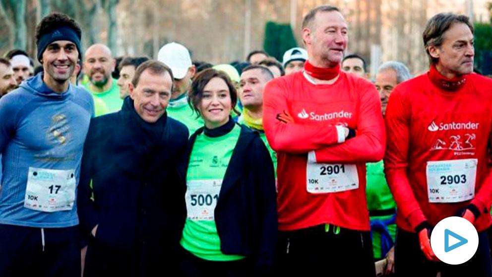 La presidenta de Madrid, Isabel Díaz Ayuso, junto a Emilio Butragueño y Álvaro Arbeloa. A su derecha, Pedro García Aguado y Rafa Pascual. (TWITTER)