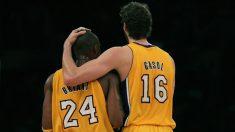 Kobe Bryant y Pau Gasol durante un partido con Los Lakers. (AFP)