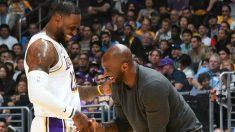 Kobe Bryant y LeBron James, en un partido de los Lakers (NBA).