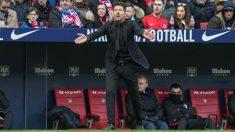 Simeone da instrucciones durante el Atlético-Leganés. (EFE)