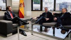Pablo Casado con Unai Sordo y Pepe Álvarez (Foto: EP)