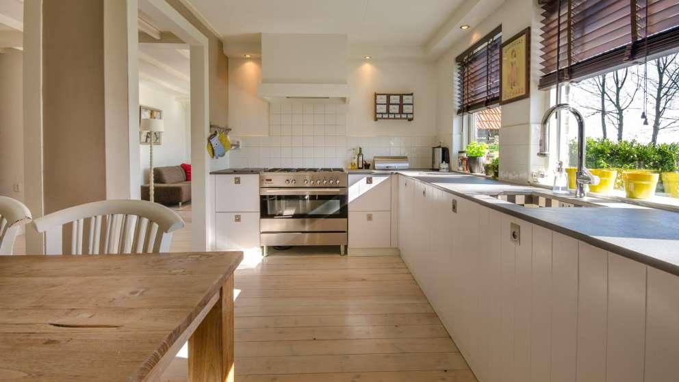 El suelo de madera le da una estética muy bonita a cualquier estancia