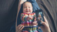 Hacer fotos de profesional al bebé en casa