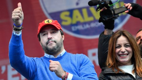 Matteo Salvini junto la candidata regional Lucia Borgonzoni. Foto: AFP