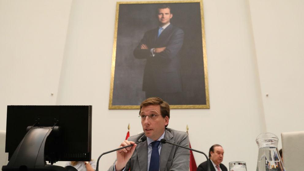 El alcalde de Madrid, José Luis Martínez-Almeida, en un Pleno del Ayuntamiento. (EP)
