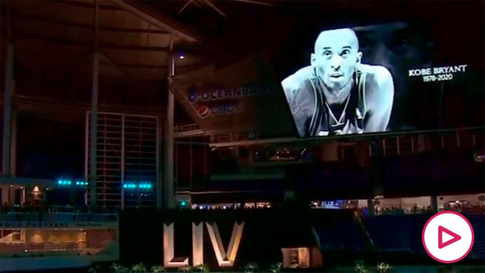 Homenaje a Kobe Bryant en la Super Bowl.