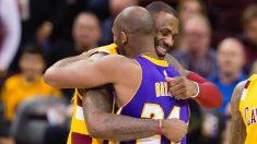 LeBron James y Kobe Bryant durante un partido. (AFP)