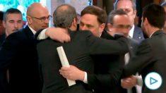 Torra saludando, a su llegada, al ex vicepresidente Oriol Junqueras