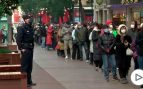Largas colas en China para comprar mascarillas por miedo al coronavirus