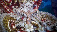 Las reinas del carnaval chicharrero llevan trajes que pesan más de 150 kilos