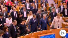 Los eurodiputados se despiden de Reino Unido entonando juntos la canción tradicional escocesa 'Auld Lang Syne'